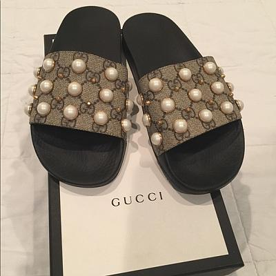 347a3ccf4dcd gucci slides gg supreme slide with pearls diamond gucci slides gucci ...